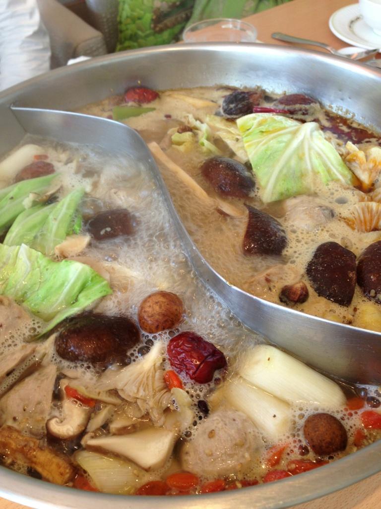天香回味(テンシャンフェイウェイ)薬膳鍋
