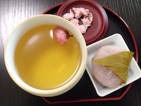 桜美漢茶と桜餅.jpeg